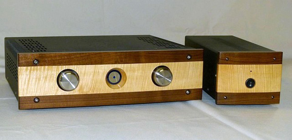 O22i with external power supply in optional curly maple and walnut faceplate.